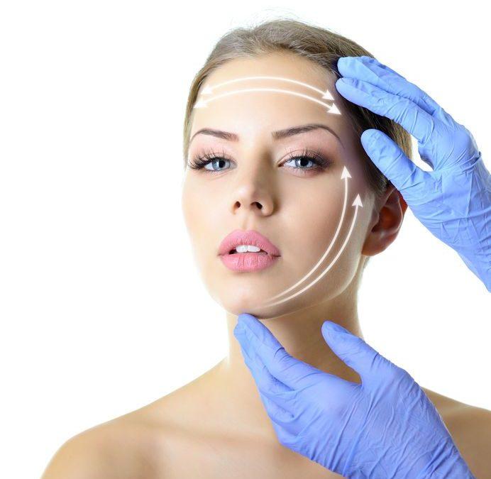 Ringiovanimento del viso. Meglio affidarsi al lifting o ai trattamenti alternativi?