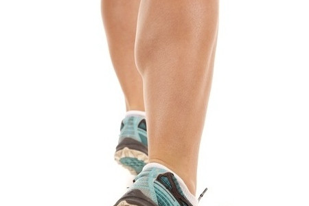 Gambe perfette con le protesi al polpaccio